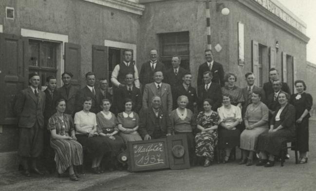 1937_gruppenfoto-firma-dittrich-mit-paul-anna-und-johannes