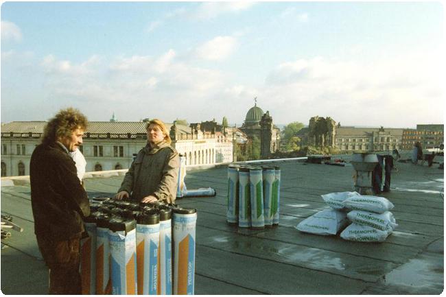 Sanierung des Kulturpalastes 1991. 1991 durfte die Firma die Flachdach-Abdichtung des Kulturpalastes erneuern. 24 Jahre später konnte sie sich erneut im Ausschreibungsverfahren durchsetzen und Teile des Kulturpalastes sanieren.