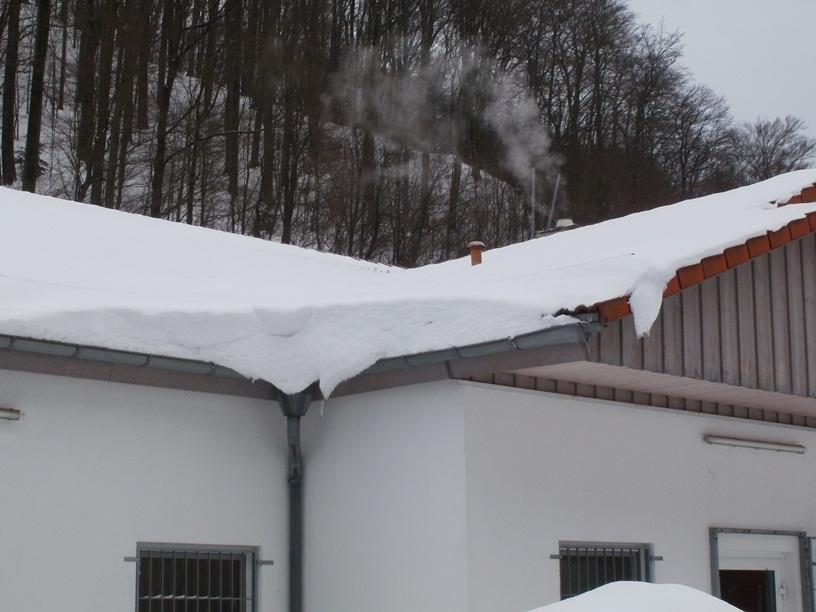 Überhängende Schneelast